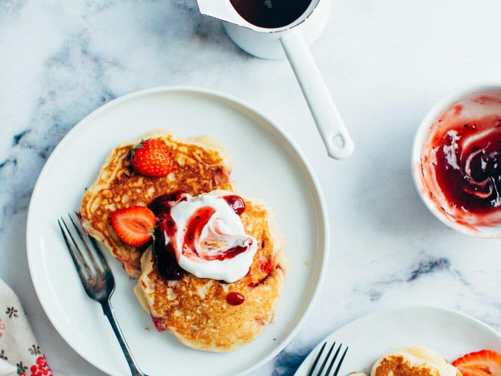 Pancakes mit Erdbeerkonfitüre